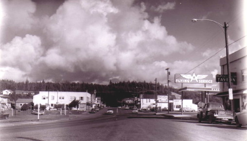 View Port Orford SE end Flying A Pitches Tavern Payless Gas c1956