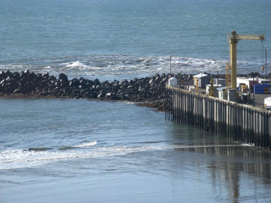 Tsunami wave train hits Port Orford 2011-0311 @ 11:03 am